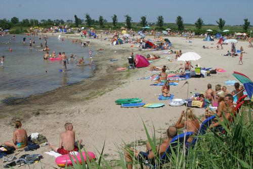 Een heerlijke drukte op het strand bij de put van Nederhorst