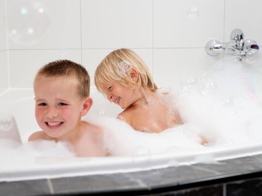 Kinderen vinden een bubbelbad fantastisch