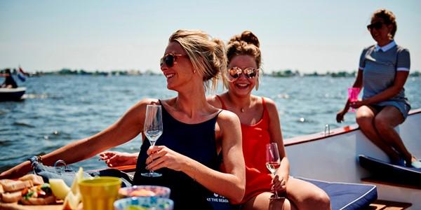 Sloep huren Friesland doe je bij Luxe vakantie Friesland