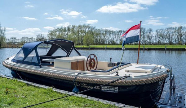 Vlakbij Luxe vakantie Friesland huurt u deze sloep
