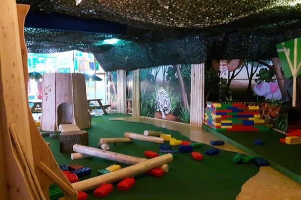 Voor indoor speeltuinen Friesland ga je naar speelbos Joure